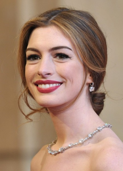 Anne-Hathaway-Center-Part-Loose-Bun-Updo